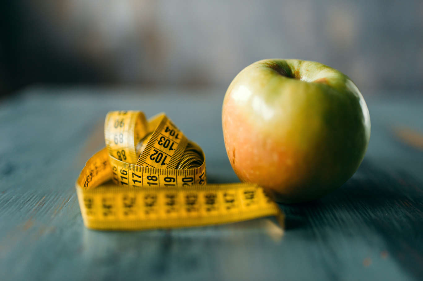 apple-and-measuring-tape