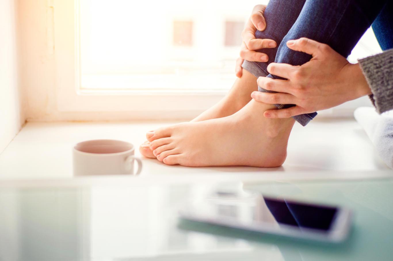 examine feet