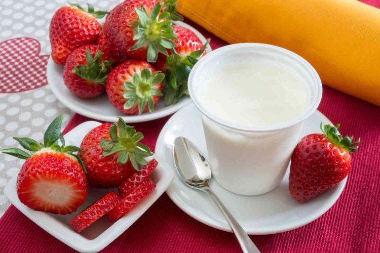 low-fat plain yogurt creamy strawberry flavor