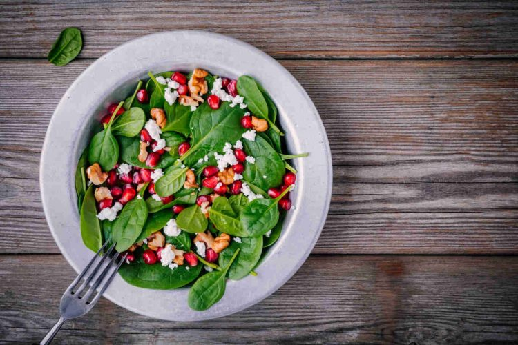 fresh-green-salad-with-spinach-walnuts