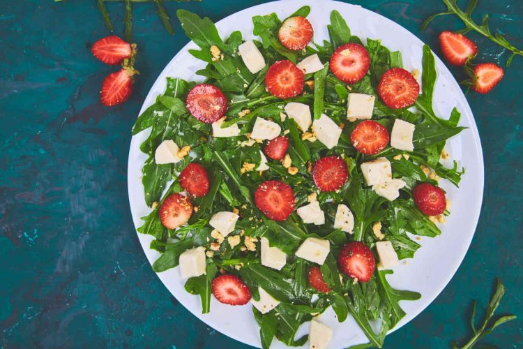fresh-salad-with-arugula-strawberries-feta